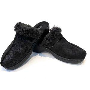 | Crocs | Cobblers black Fur lined platform clogs
